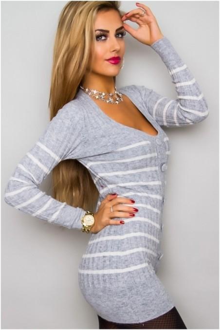 Šviesiai pilkas ilgas megztinis su sagutėm