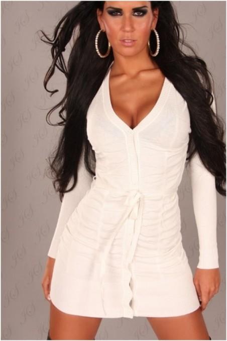Baltas ilgas megztinis su sagutėm