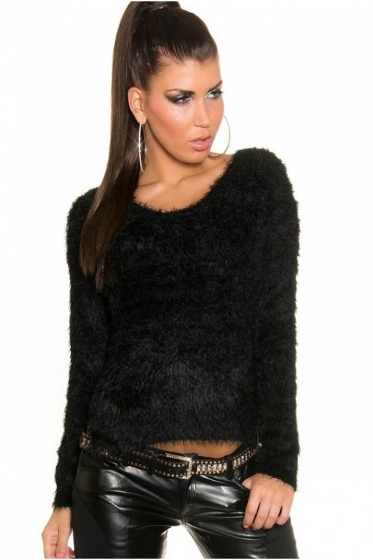 Juodas pūkuotas megztinis su pailginta nugara