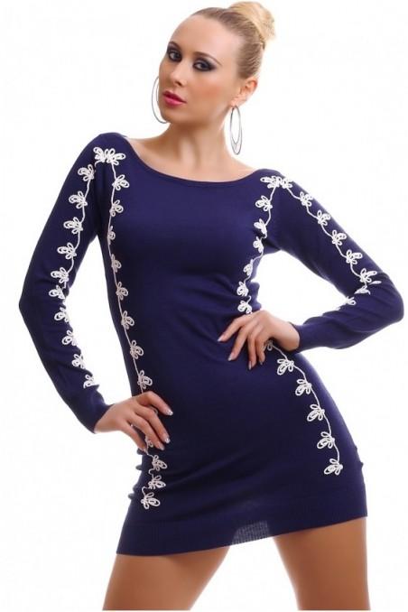 Tamsiai mėlyna suknelė su baltais raštais