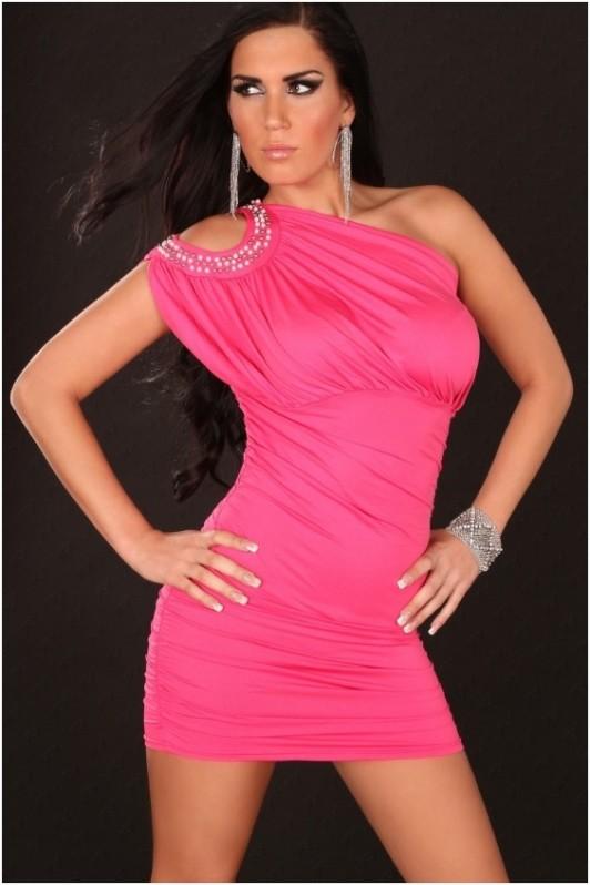 Rožinė suknelė per vieną petį