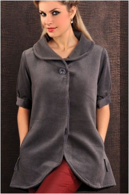 Pilkas, laisvo stiliaus paltukas