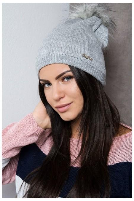 Pilka kepurė su blizgučiais