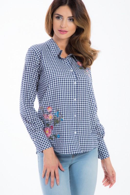 Tamsiai mėlyni languoti moteriški marškiniai su gėlių aplikacijomis