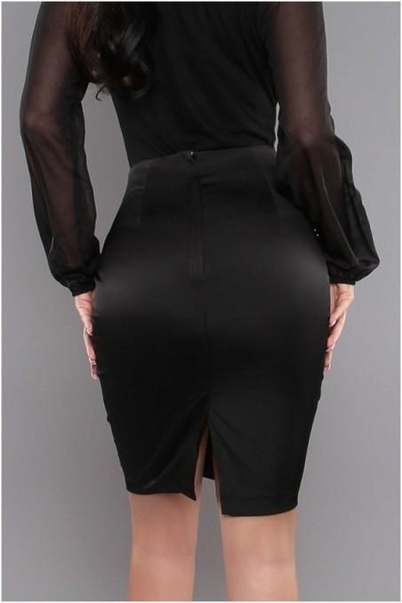 Juodas sijonas su metaliukais