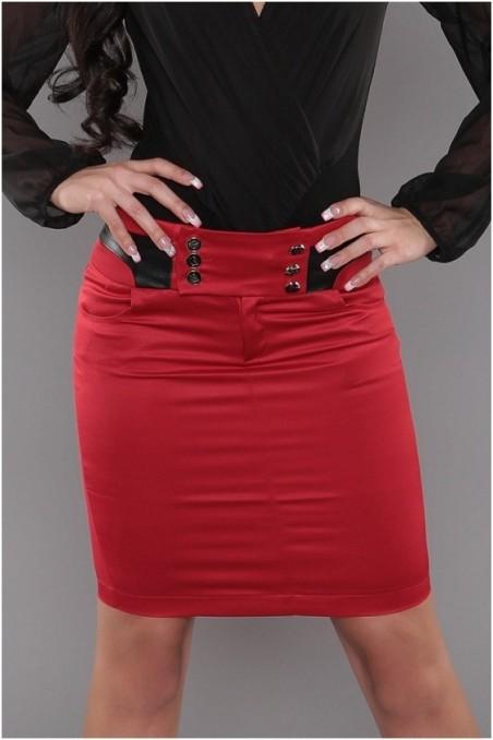 Raudonas, trumpas sijonas su sagutėm ant juosmens