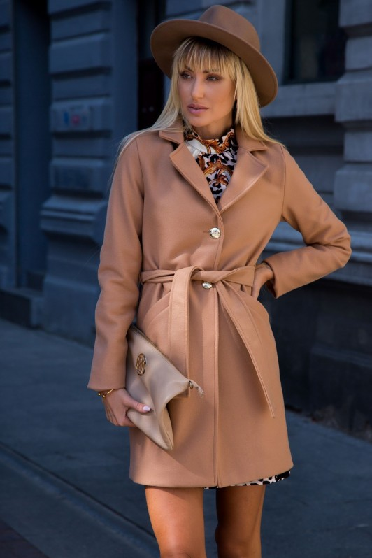 Rudos spalvos elegantiškas paltas