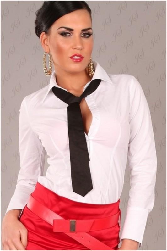 Balti marškinukai su juodu kaklaraiščiu