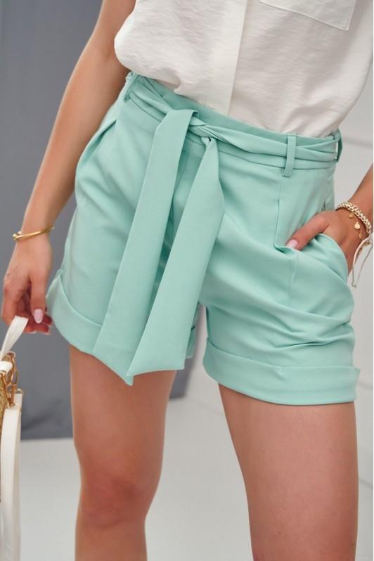 Žalsvos spalvos elegantiški šortai
