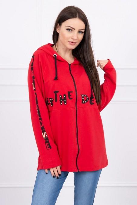 Raudonas džemperis su užrašais