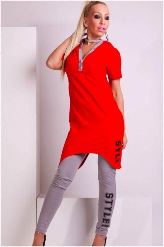 Raudonas su pilka, dviejų dalių laisvalaikio kostiumas