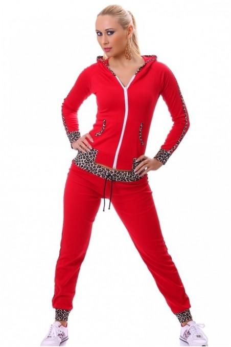 Raudona sportinė apranga