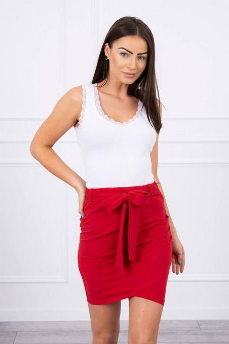 Raudonas trumpas sijonas