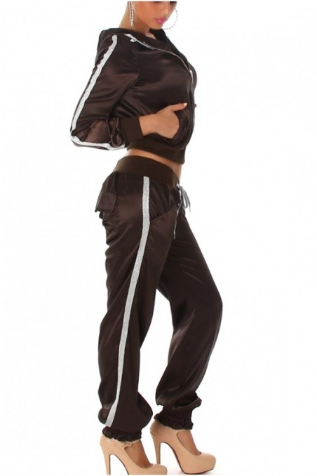 Tamsiai rudas laisvalaikio kostiumas