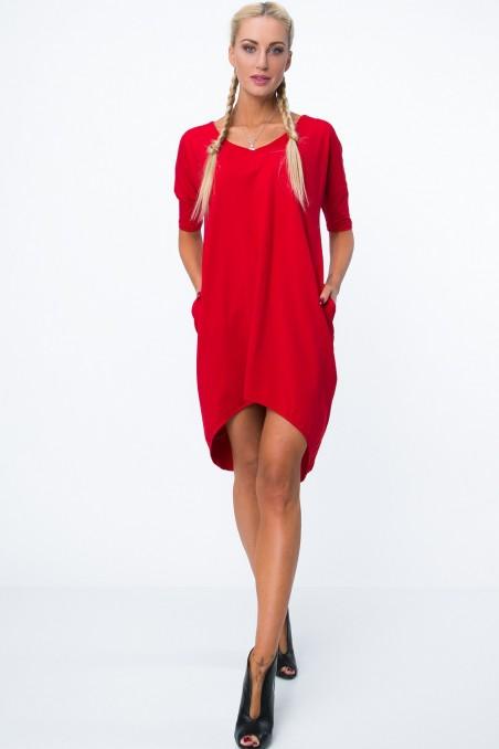 Raudona suknelė su pailginta nugara