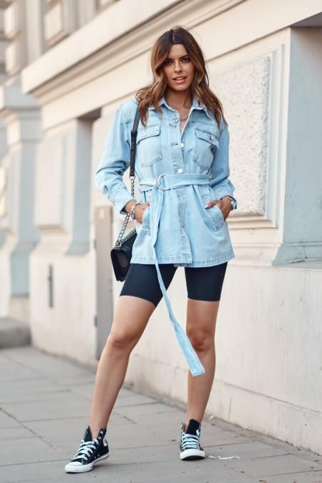Šviesiai mėlynas džinsinis švarkas