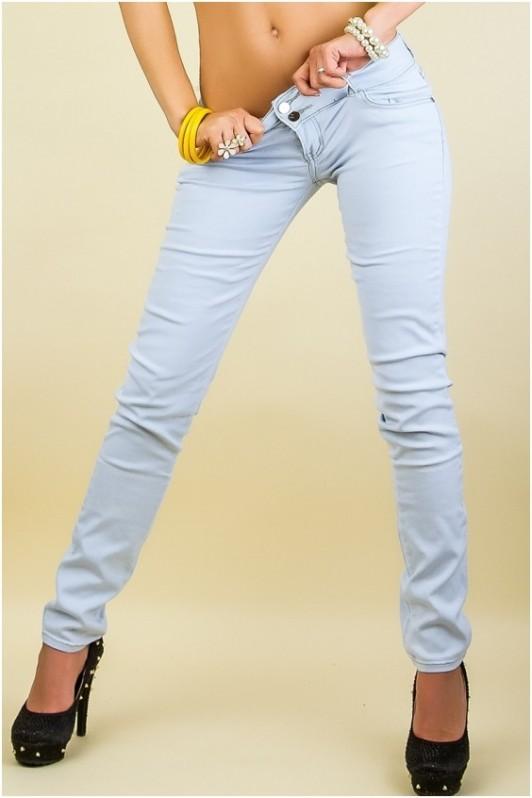 Šviesūs siaurėjantys džinsai